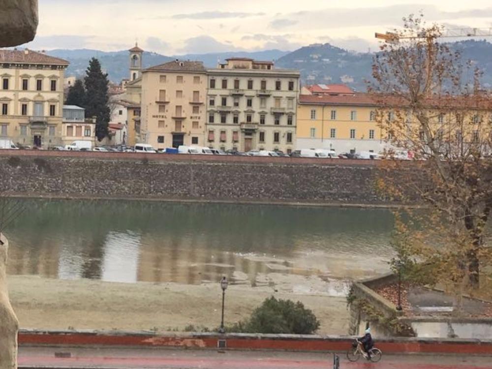 Piazza Poggi - Vista Lungarni