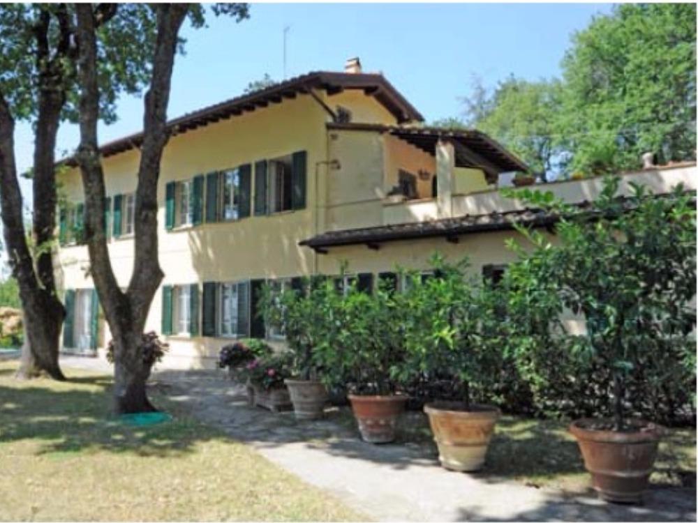 Fiesole terrazzo e giardino Porzione Villa - Facciata sul prato con loggia e terrazzo
